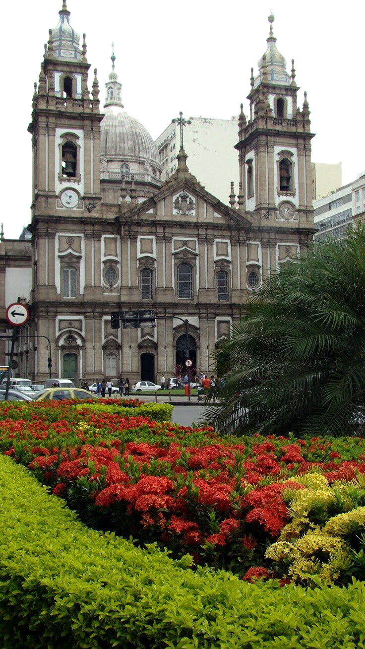 Building with Palm, Flower beds and People PNG Image
