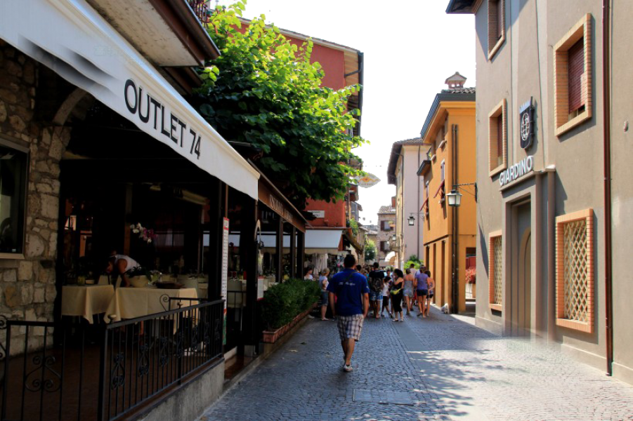 Outlet 74 - Italy PNG Image