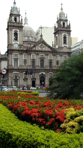 Building with Palm, Flower beds and People PNG
