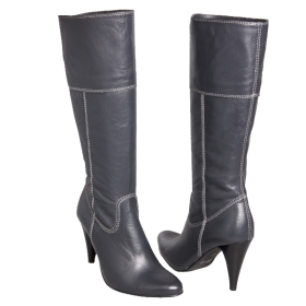 Women's boots made of genuine leather